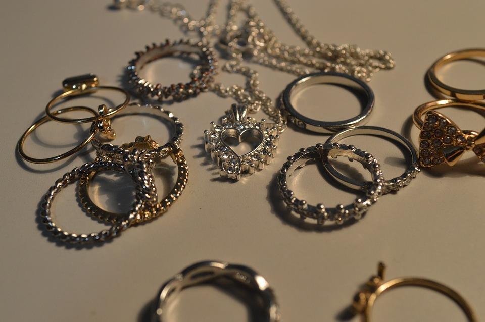 Aprende a cuidar tus joyas - Joyería Montón