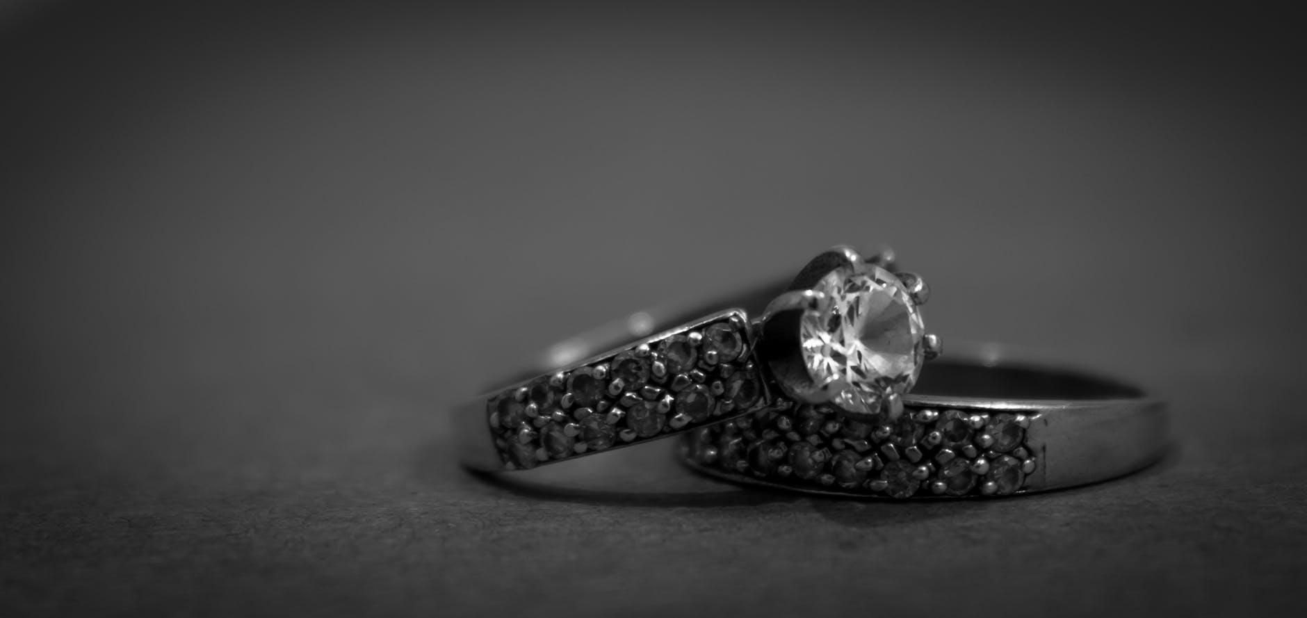 Pasos para elegir el anillo de compromiso - Joyería Montón