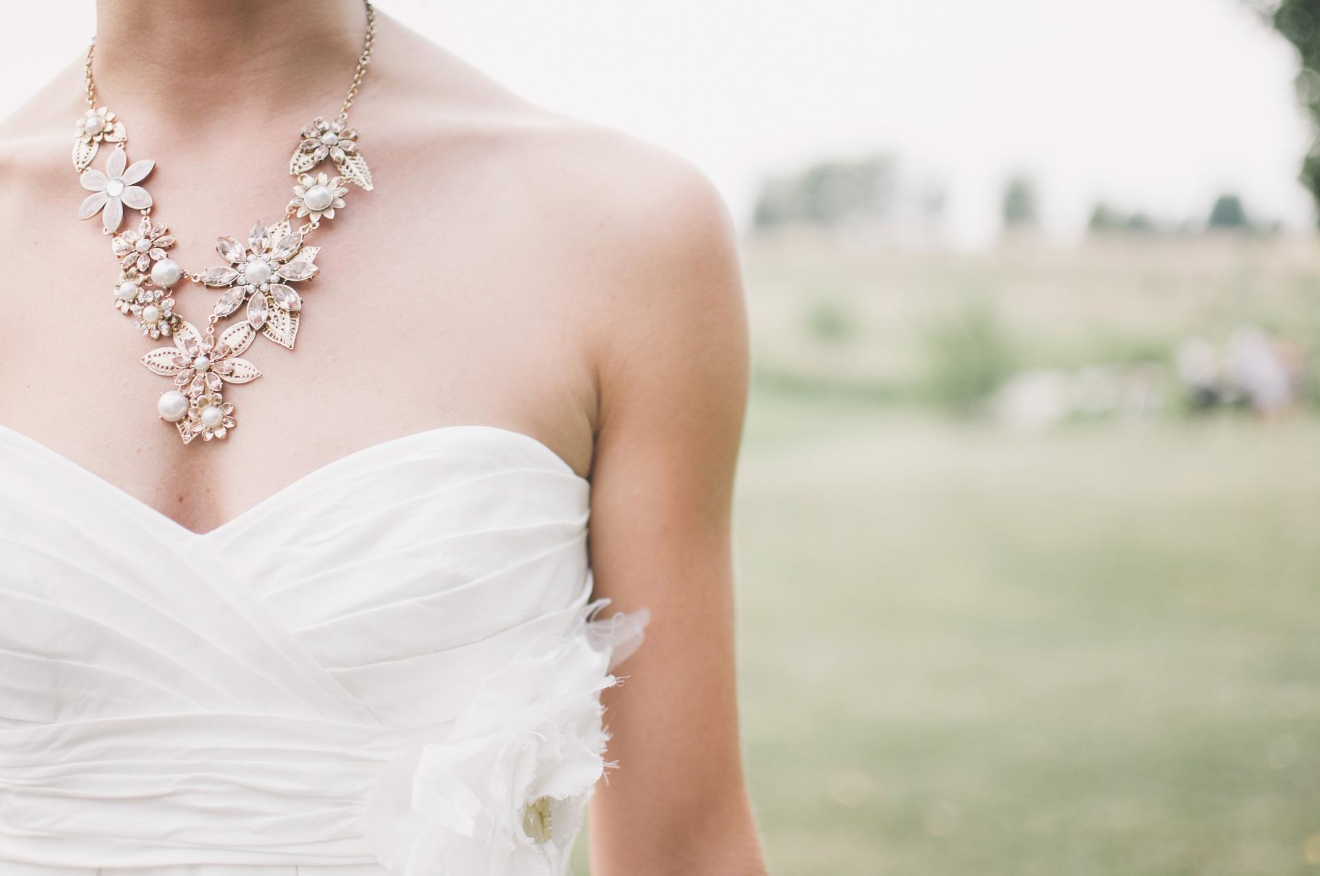 Complementos para tu boda según el vestido
