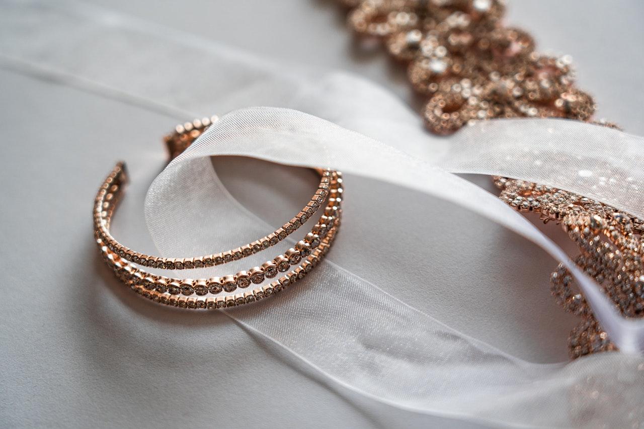 Qué tipo de joyas regalar a una mujer