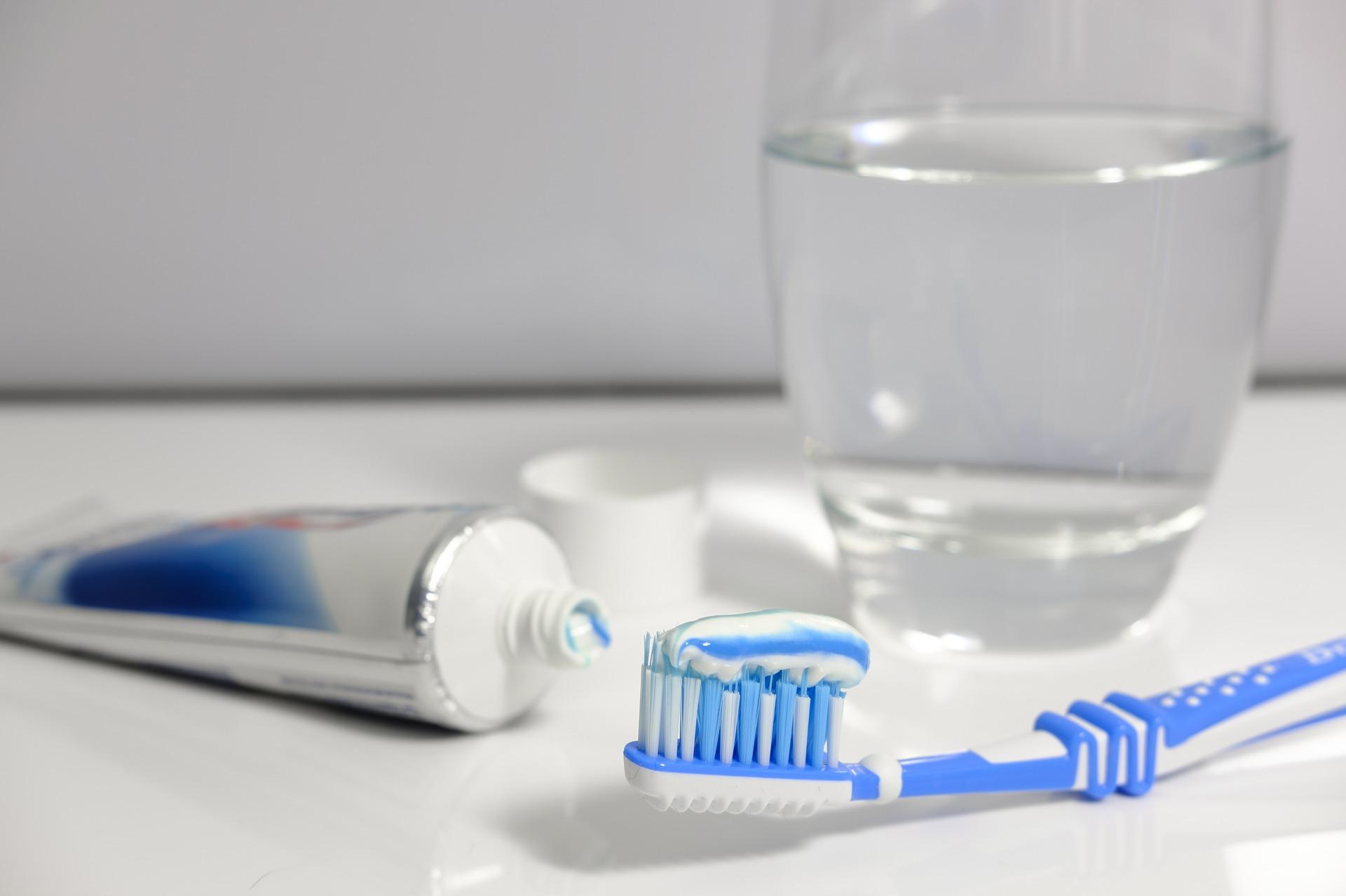 Beneficios de limpiar las joyas con pasta dental - Joyería Monton